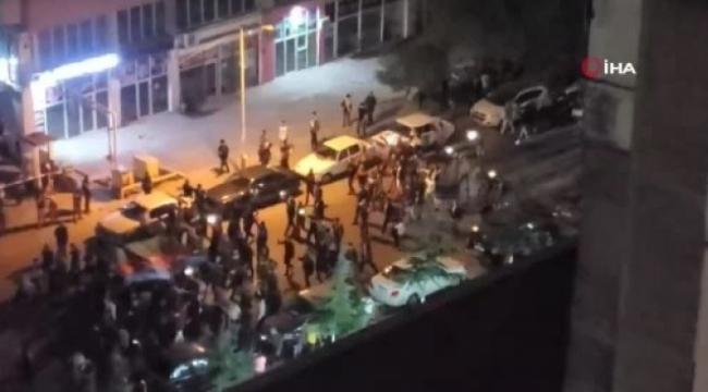 Halk sokaklarda kutlama yapıyor...