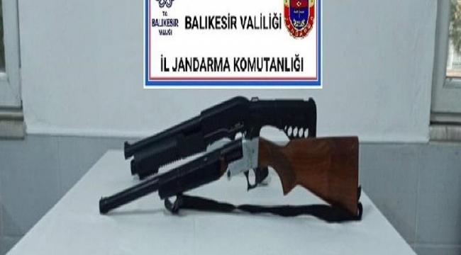 Balıkesir'de jandarma 30 aranan şahsı yakaladı