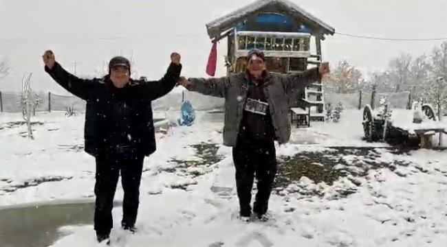 Dursunbey'de kar yağışı ilçeyi kısa sürede beyaza bürüdü