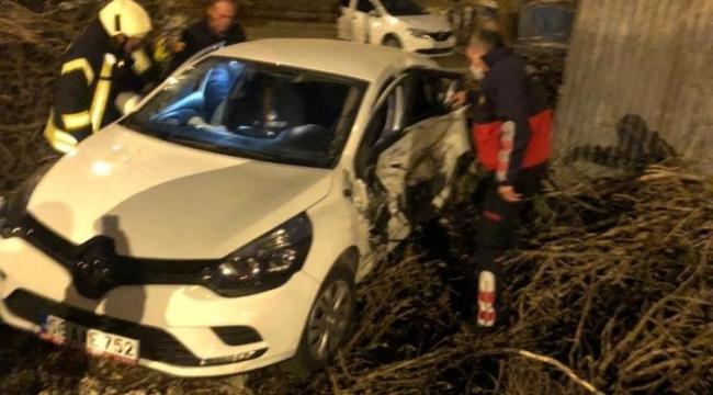 Siirt'te iki araç çarpıştı:1'i ağır 3 yaralı