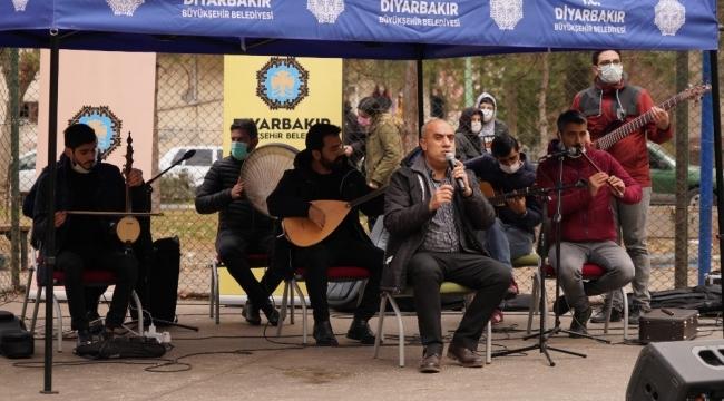 Vatandaşlar 'Küçede Sanat Var' ile moral buluyor
