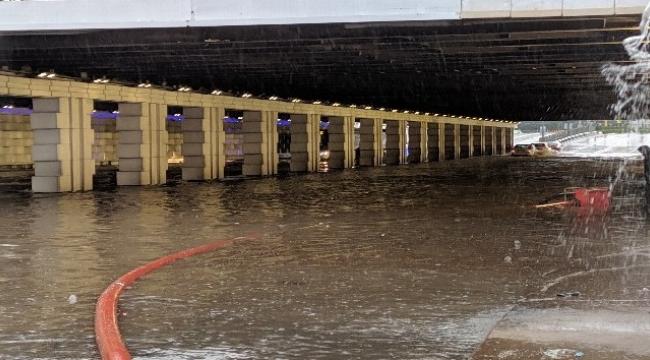 İzmir'de 8 saatte Şubat ayı ortalamasının üzerinde yağış düştü