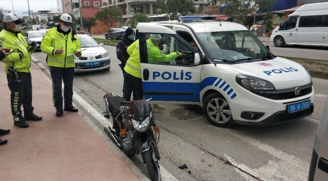 Motosikletli sürücü ehliyet sınavı sırasında sürücü adayının kullandığı araca çarptı: 2 yaralı