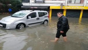 Sel İzmir'i vurdu vatandaş ve esnaf çaresiz